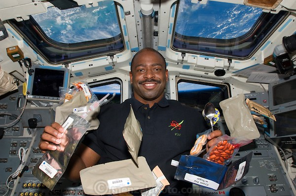 astronauts eating in outer space - photo #36