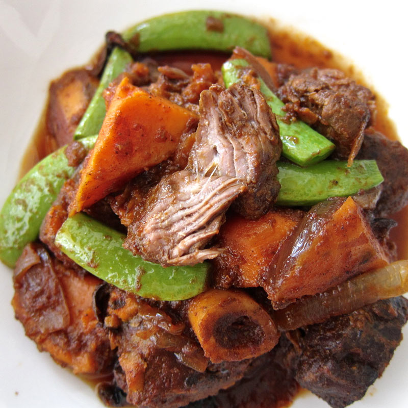 Slow-Cooked Lamb Shoulder w. Olives & Sweet Potatoes