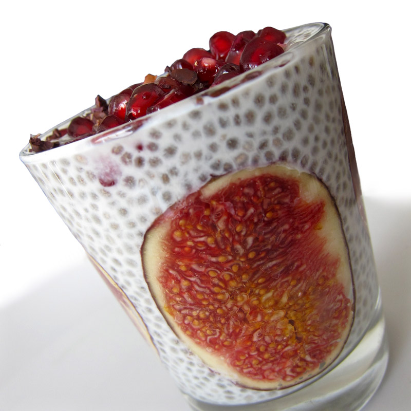Cashew Coconut Chia Pudding w. Figs & Pomegranate
